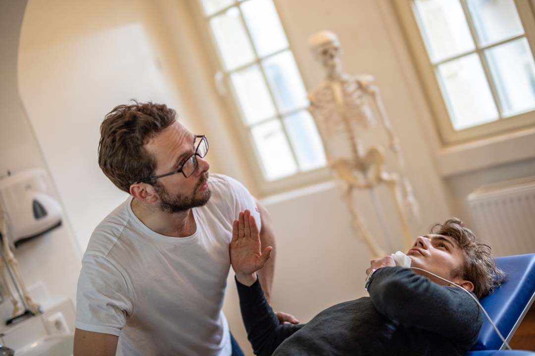 Schulterschmerzen behandeln(1)